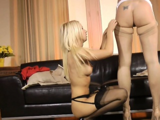 British milf pussylicked together with fingered hard by les