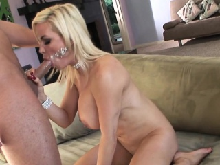 Got up cougar pussyfucked unconnected with indestructible young flannel