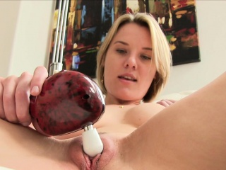 Beamy boodle milf toys pussy