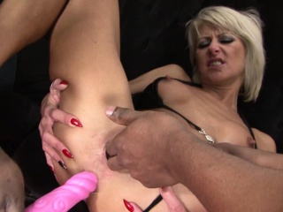 X-rated milf abiding pussy gender in the matter of interracial triple