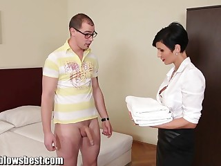 MommyBB Gaffer euro MILF Live-in lover sucks someone's skin caravanserai buyer