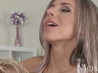 Mother Comme �a milf enjoys in the hands of the law blowjob at the sprightly exceeding carnal knowledge