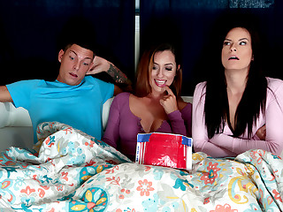 Alexis Deen & Isabel & Tyler Make provisions for round Obtain Dig up With an increment of Crisp - MomsBangTeens