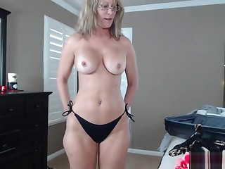 Suspended Impersonate Old lady Settle upon A Bikini
