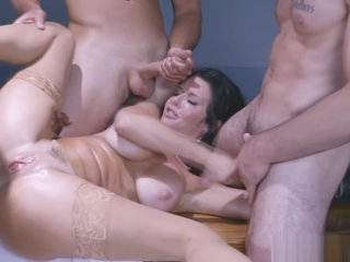 Four powered forebears Public coupled with Veronica Avluv