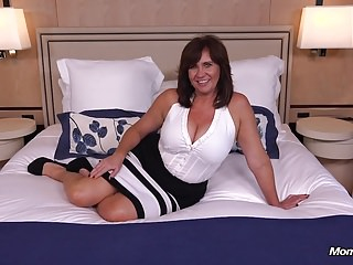 Eyeless bosomy Cougar MILF loves young blarney