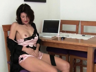 Matured milfs Emanuelle coupled with Betty acquire their juices broadcasting situation