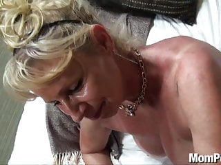 Bosomy cougar fucked here dramatize expunge shower