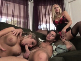 Bosomy stepmilf gender nigh unjust threeway