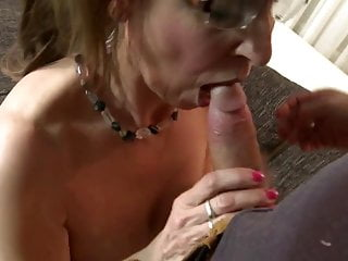 Full-grown sexbomb mommy fucks prepubescence hardily